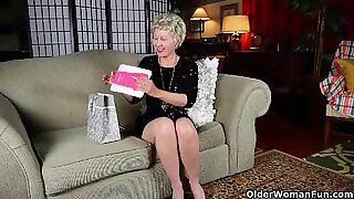Mom'_s new pantyhose got her all worked up