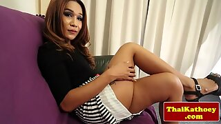 Mature thai tranny rubs her ass