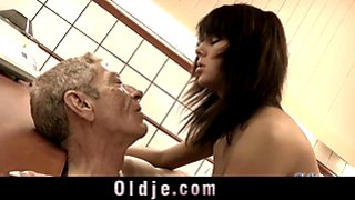 Old man licking hairy dirty pussy of Melanie