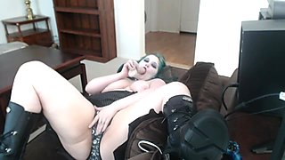 Goth get high, uses hitachi and fucks her pussy