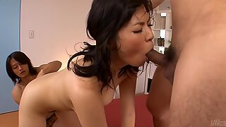 Japanese babe acquires her pussy from group toying