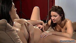 Lesbian hotties love sweet oral sex