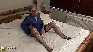 European mature slut and her old pussy