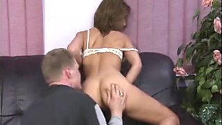 Dreier auf dem Sofa