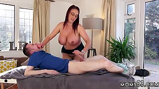 Blowjob sex hd She determined to train him a lespal s son, he got a opportunity to bang - Emma Butt