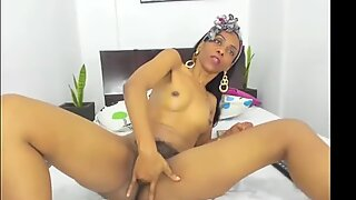 Hairy Columbian milf squirts on the floor