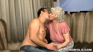 Young stud drills grandma after the cookies