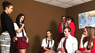Англичанки облечени жени със свалени мъже ученичка духане съученик