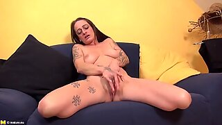 Old tattooed slut mother with hungry cunt