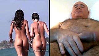 Home es masturba mirant noies a la platja