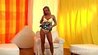 HD HOT Curvy Blonde Teen strip and masturbate