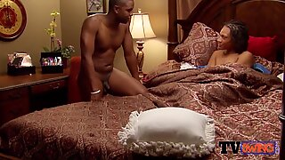 Black wife takes her man to the bathtub for steamy pre party action