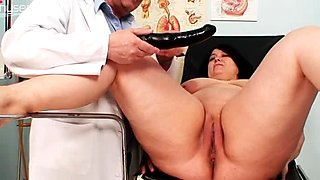 BBW Rosana gets her pussy examined