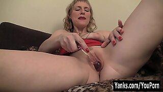 Yanks MILF Josie Pleasing Her Twat With Toys