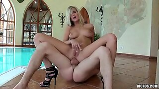 Marry Queen gets fucked in the ass