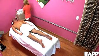 Sex amazes mighty man during the massage session