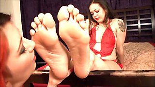 BARE FOOT & Latina foot worship LFW0021