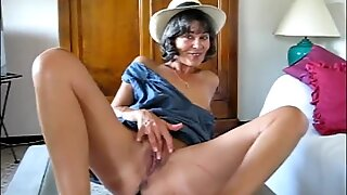 Clarill Statton mature slut sucking and spreading for you
