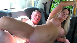 Dude wanks cock for female cab driver
