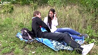 Cuddly teen gal Paula is going kinky with her BF in the open air