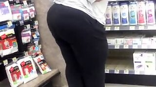 Phat Ass BBW Auntie swanging that ass