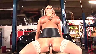 Blonde slut with huge melons rides a dick