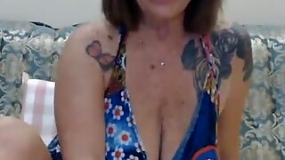 SexyEllyXX Flashes Big Tits