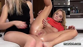 Foxy czech nympho gapes her spread hole to the special  - Alanna Thomas