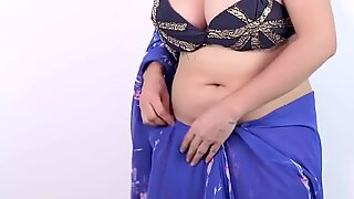 Sexy Asian Girls Huge Cleavage Show in Saree