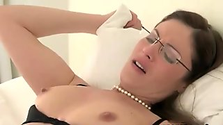Samantha Ryan eats pussy of stepdaughter