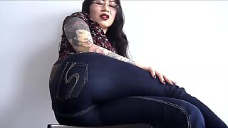 Asian babe farting in jeans and panties