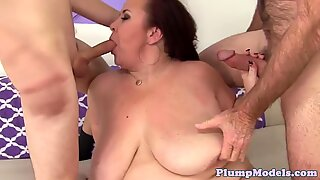Doublepenetrated fatty gets facialized