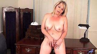 Awesome Mommy Is So Horny