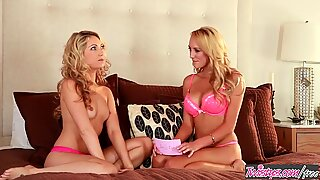 Twistys - (Sarah Peachez, Brett Rossi) starring at Sarah Is A Tasty Peach