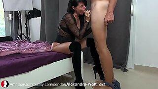 Deutsche MILF Alexandra beim Blasen