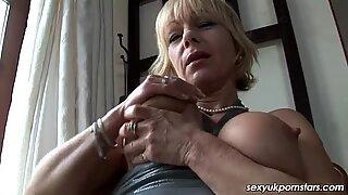 British milf Jane Bond gets off with her dildo