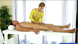 Short hair masseuse blowjobs clients rod under the table