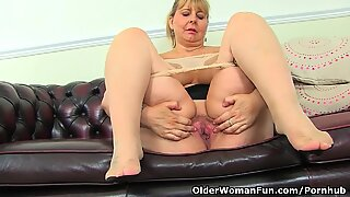 Big titted milf Alexa from the UK doesn't wear knickers today