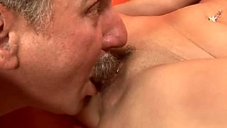 Peppering brunette MILF pleases her sugar daddy with a steamy blowjob