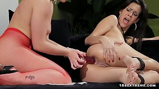 Lesbians Fuck With Dildo